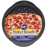Wilton 2105-6804 Perfect Results Nonstick Pizza Crisper